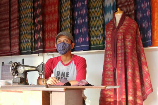 UMKM di Kediri buat masker dengan ritsleting