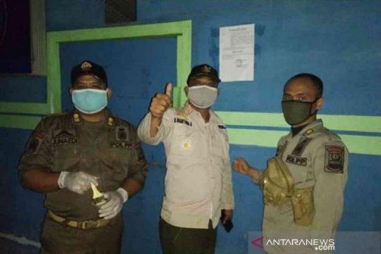 Puluhan warung remang-remang di Bekasi ditutup paksa