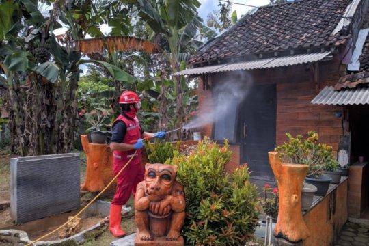 PMI DIY semprot disinfektan hunian warga sekitar SPN Selopamioro