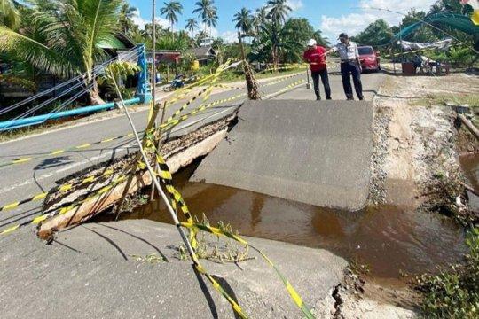 Pemprov Kalteng didesak perbaiki  jalan Sampit-Seruyan yang ambruk