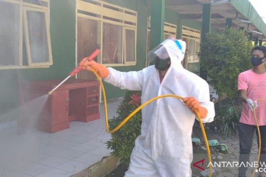 Putus penyebaran COVID-19 PMI Jatim lakukan disinfeksi ke ponpes