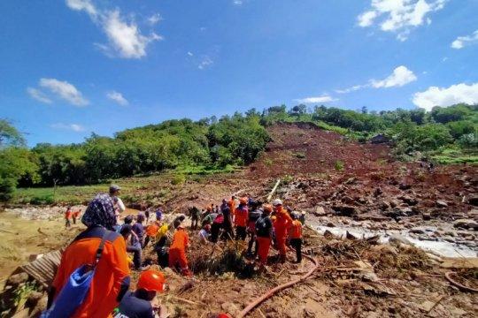 Tiga korban longsor di Jeneponto belum ditemukan