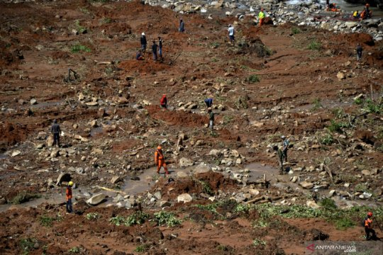 Pencarian korban tanah longsor Jeneponto