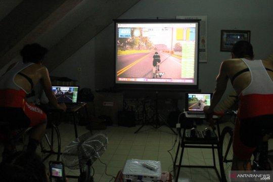 Atlet balap sepeda timnas Indonesia tetap berlatih saat pandemi COVID-19