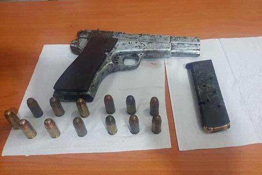 Warga Aceh Besar serahkan senjata api beserta amunisi kepada polisi
