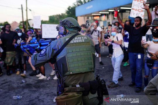 Demo menentang tindakan polisi yang menembak mati Rayshard Brooks