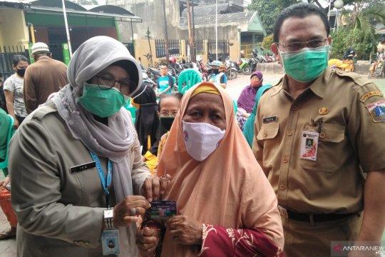 200 lansia terima bantuan tunai melalui Bank DKI