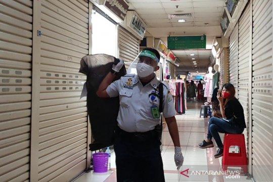 Pasar Jaya bagikan 80.000 faceshield ke pedagang pasar tradisional