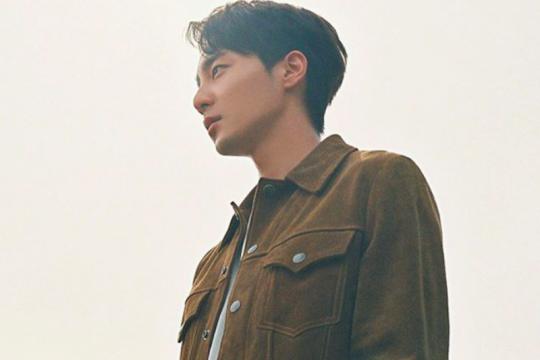 Penyanyi Roy Kim mulai wajib militer