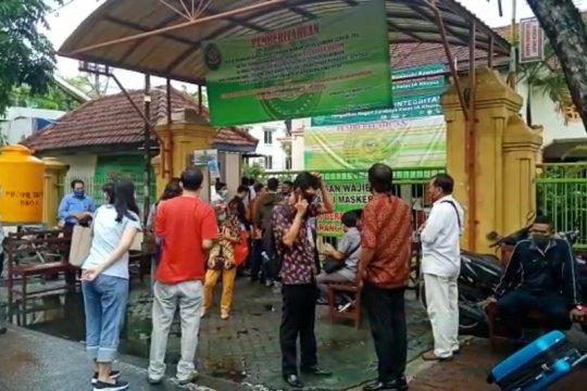Panitera positif COVID-19, PN Surabaya tunda sidang dua pekan
