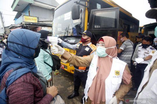 Anies: Bus bagi penumpang KRL Jakarta-Bogor untuk keselamatan warga