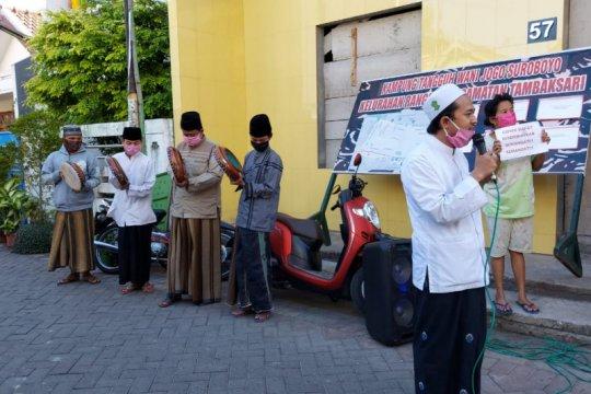 Warga Surabaya sembuh dari COVID-19 disambut musik terbangan