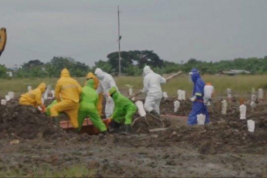 Menengok perjuangan petugas pemakaman COVID-19 di Surabaya