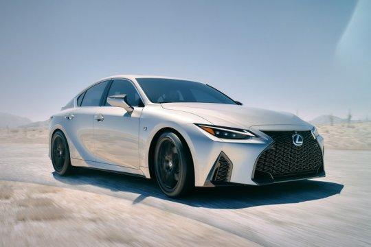 Lexus IS anyar dirilis, lebih tangguh di segala permukaan jalan