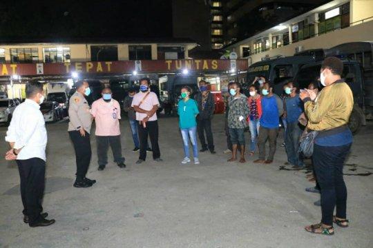 Polisi Jayapura pulangkan empat oknum mahasiswa yang sempat diamankan