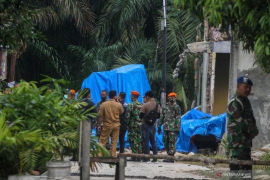 Bangkai pesawat tempur Hawk diangkut ke Hanggar Lanud Roesmin Nurjadin