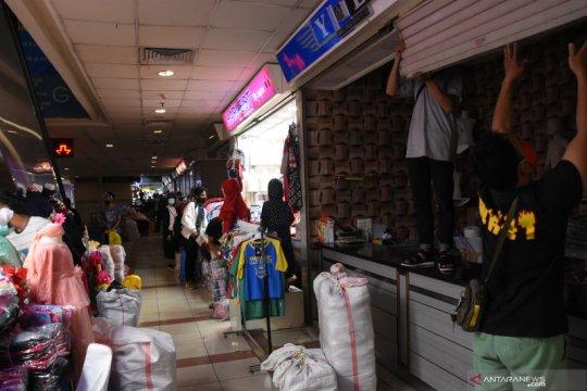 10 orang ditemukan positif COVID-19 di lima pasar Tanah Abang