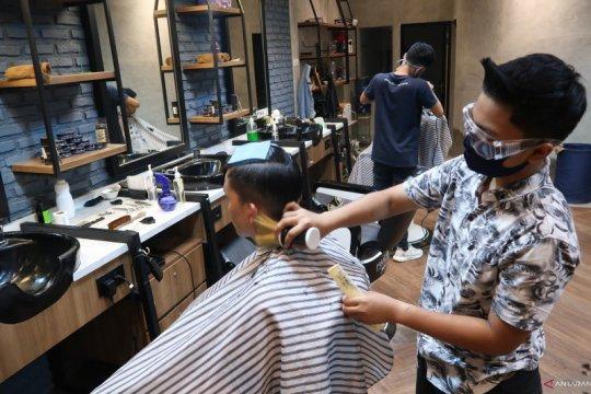Geliat penataan rambut era PSBB Transisi di Jakarta