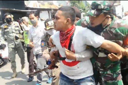 Polisi tangkap pemuda bersenjata tajam di Matraman