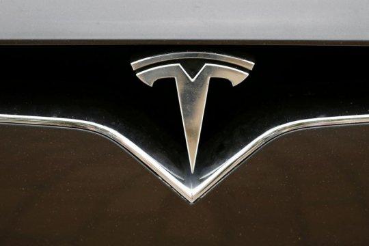 Tesla menandatangani kesepakatan pembuat sel baterai bersama Panasonic