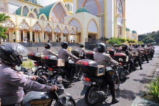 520 bhabinkamtibmas NTB bagikan sembako untuk pekerja pariwisata