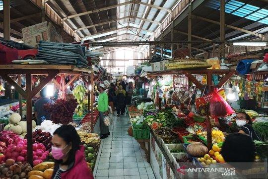 Pedagang Pasar Gembrong tak patuhi aturan ganjil genap kios