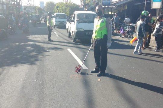 Gara-gara tersangkut benang layangan, seorang pengendara motor tewas