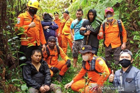 Basarnas evakuasi enam warga tersesat di pertambangan Bakan