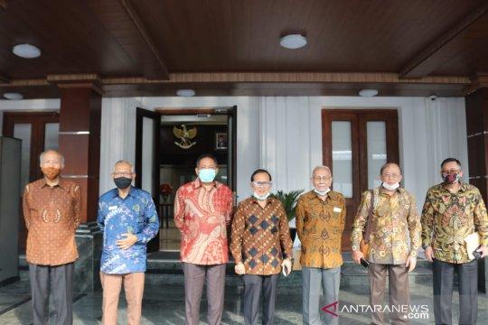 Kemarin, TNI hadang tank Israel hingga Pimpinan DPD temui Presiden