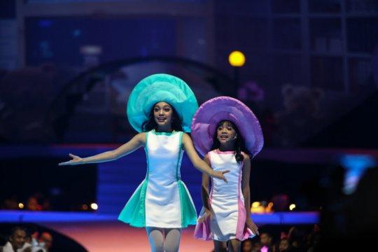 Syukuran online, Naura dan Neona akan bagikan kostum panggung