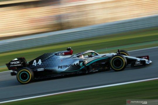 Hamilton nantikan mobil Mercedes yang lebih kencang