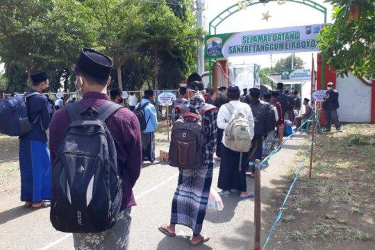 Ribuan santri Lirboyo Kediri jalani isolasi di pesantren