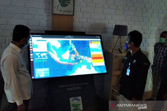 BMKG Ambon serahkan alat penyebar informasi gempa WRS NewGen