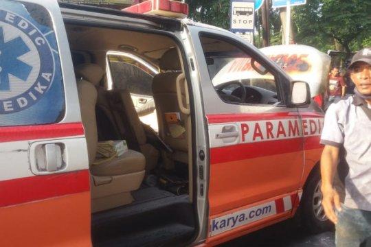 Ambulans terbakar di Kalimalang diduga karena korsleting mesin