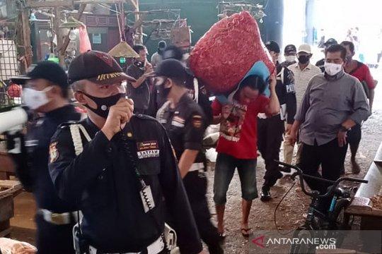 Pengelola Pasar Induk Kramat Jati persiapkan pedagang ikut vaksinasi