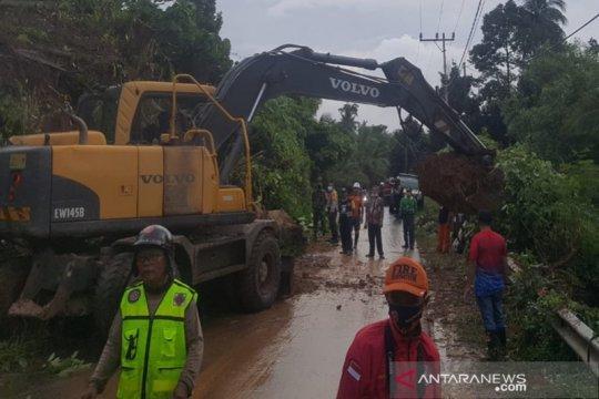 Longsor terjang desa di Kotabaru Kalsel akibat hujan deras