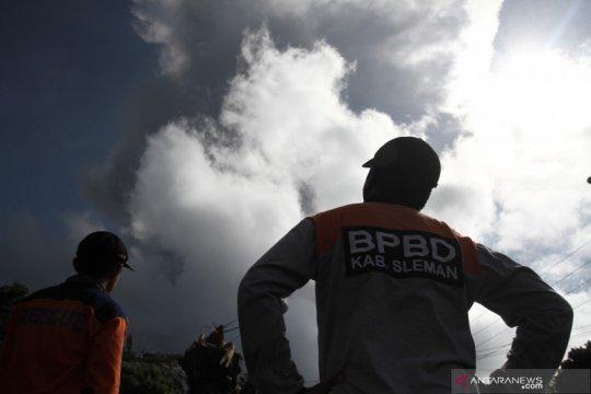 Pada Ahad pagi, Gunung Merapi sudah dua kali meletus