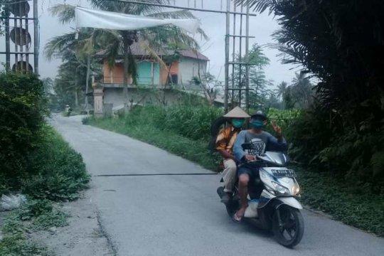 Hujan abu terjadi di sebagian Kabupaten Magelang