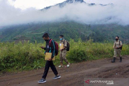 Kemarin pemerintah bahas PJJ permanen, tatanan normal baru desa