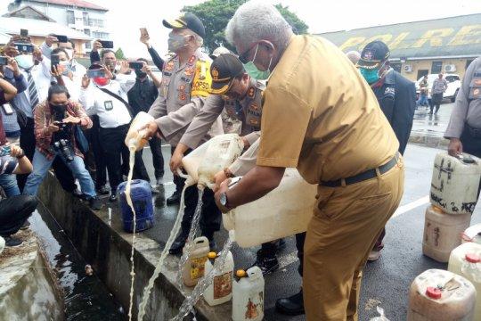 Kapolda Papua pimpin pemusnahan 3.261 liter miras jenis sopi