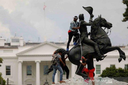 Amerika Serikat makin panas, demonstran coba robohkan patung Presiden Andrew Jackson