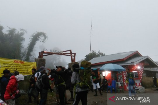 Saat perjalanan turun, lima pendaki Gunung Marapi-Sumbar hilang