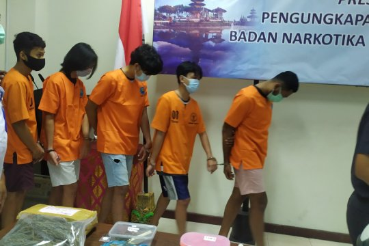 BNN-Bea Cukai tangkap lima mahasiswa pengguna ganja di Bali