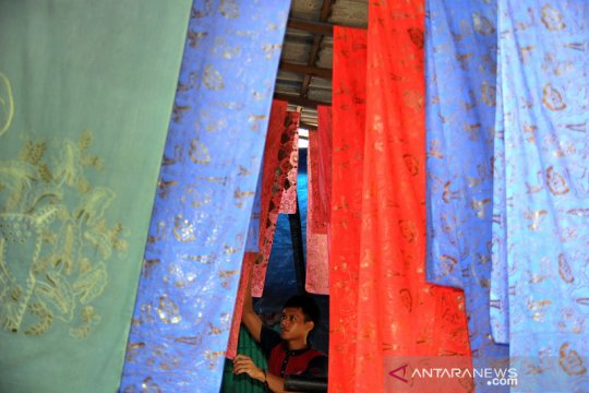 Perajin batik tulis Bogor kembali berproduksi