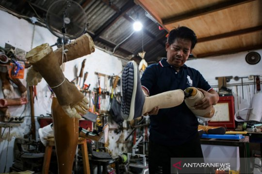 Pembuatan kaki palsu untuk penyandang disabilitas