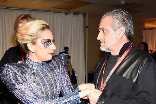 Hari Ayah, Lady Gaga kirim sekotak Oreo