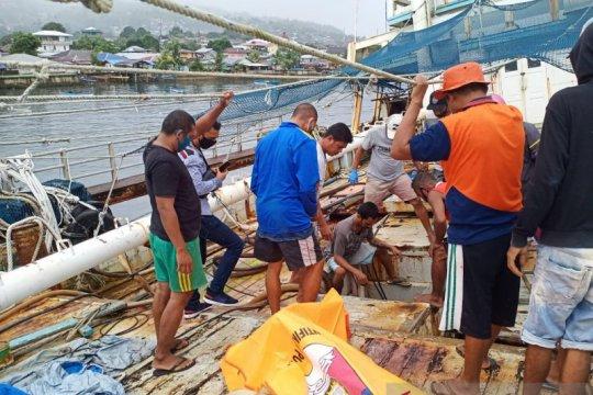 Dua pria yang tewas di Kapal Ikan Esih Jaya diduga tersengat listrik