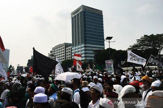 Massa aksi demo RUU HIP padat, Jalan Gatot Subroto arah Slipi ditutup