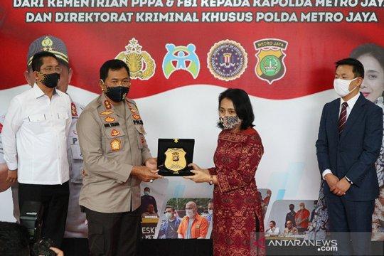 Polda Metro Jaya terima penghargaan dari Kementerian PPPA dan FBI