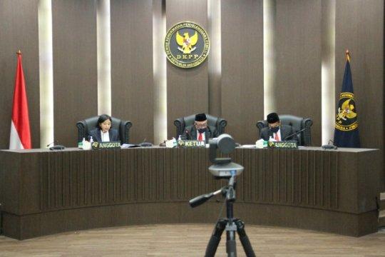 Sidang etik DKPP, empat komisioner KPU disanksi peringatan
